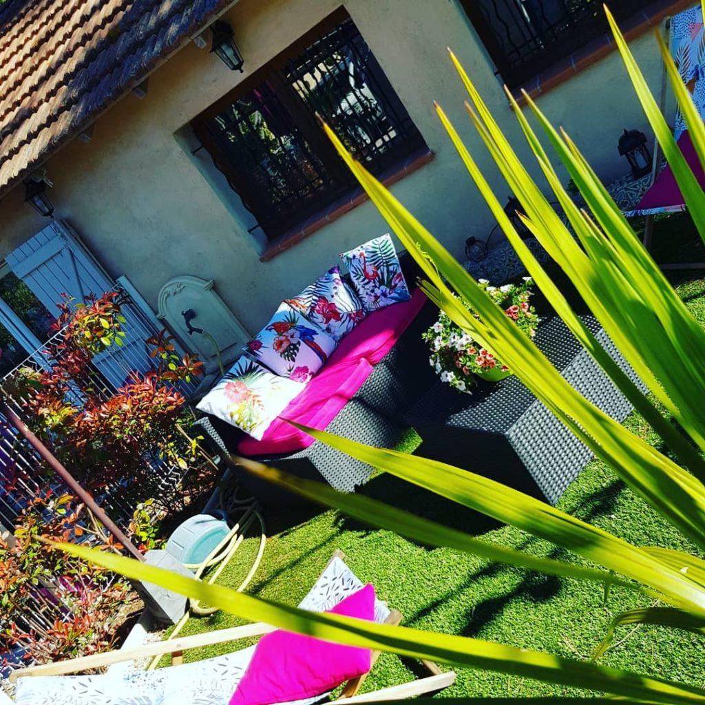 chambre-dhote-en-provence-sud-de-la-france-lavandes-ete-soleil-se-reposer-jacuzzi-spa